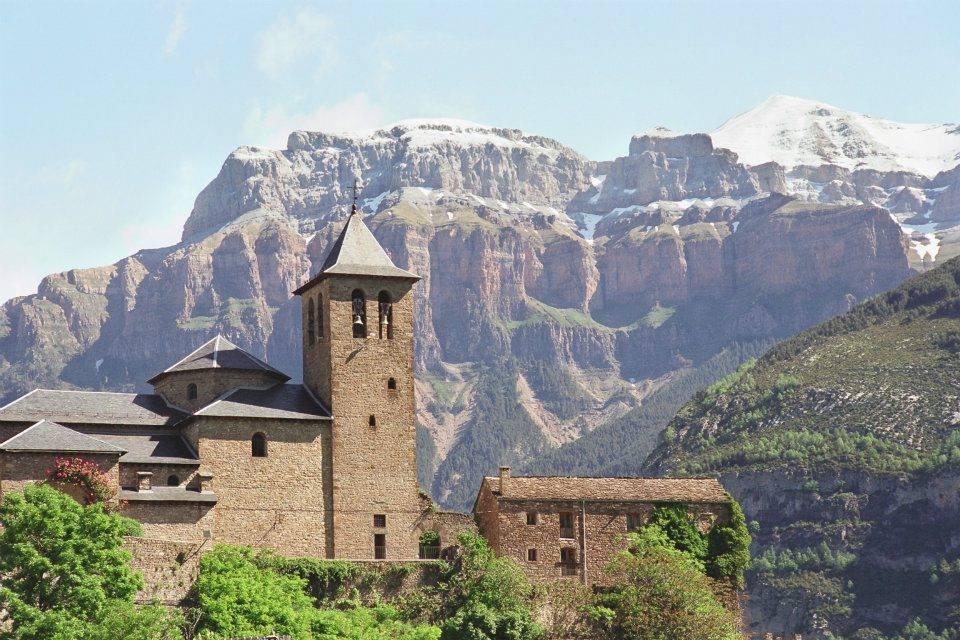Iglesia de san salvador en torla ordesa for Oficina turismo torla