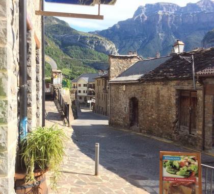 Restaurante bares for Oficina turismo torla