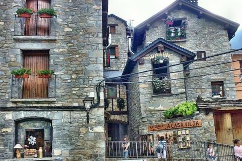 Artesan a la casa vieja for Oficina turismo torla