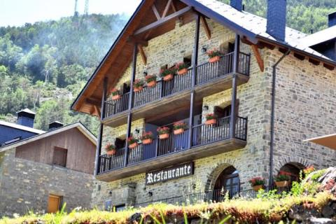 Tr casa montse for Oficina turismo torla